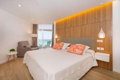 Номер в отеле Iberostar Playa de Muro с видом на море