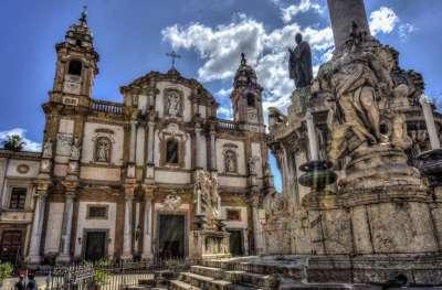 Архитектура Базилики и статуи перед церковью