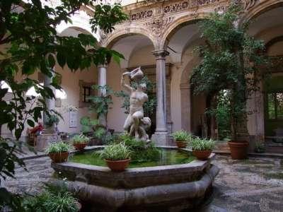 Внутренний дворик музея