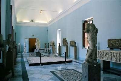 Древние статуи богов
