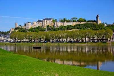 Вид на замок Шинон