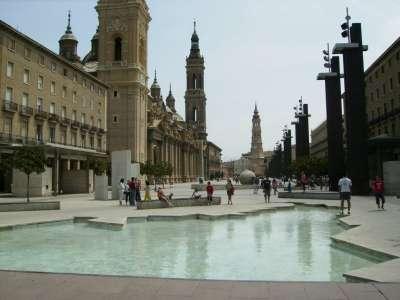Площадь Plaza del Pilar