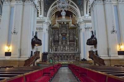 Собор Девы Пилар внутри
