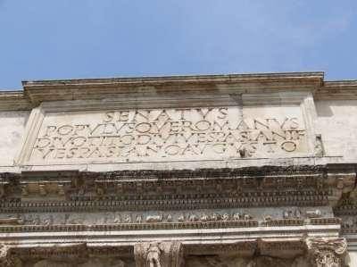 Фасад Храма Антонина и Фаустины