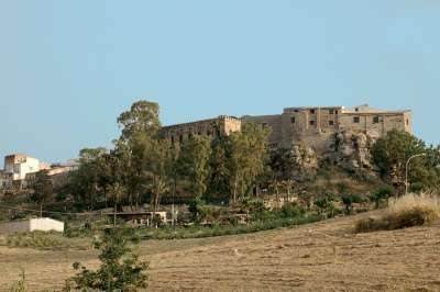 Замок Кьярамонте. Общий вид