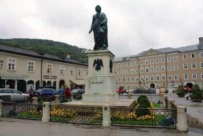 Памятник Моцарту в Зальцбурге