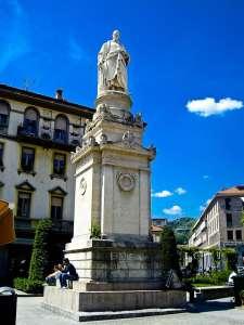 Статуя Вольта