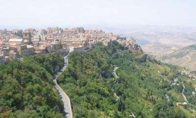 Энна - городок на высокогорье