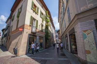 Улицы и магазины