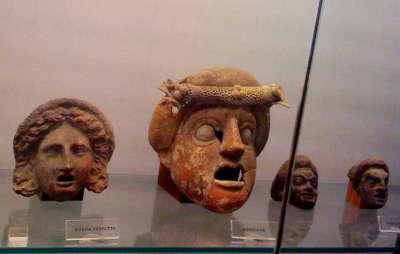 Коллекция театральных масок музея