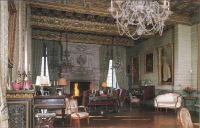 Портретный зал замка де Бриссак