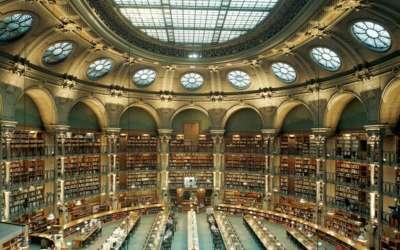 Современная библиотека внутри