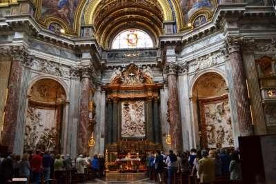 Церковь Сант-Аньезе-ин-Агоне внутри