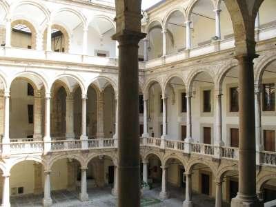Внутренний двор дворца Steri-Chiaramonte