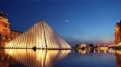 Ночной вид пирамиды Лувра