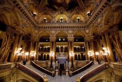 Парадная лестница в Лувре