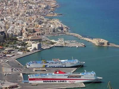 Паромы прибывают на Крит