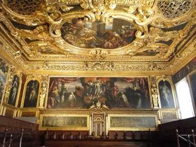 Потолок и стены Дворца дожей
