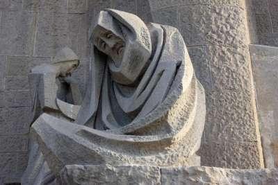 Скульптура фасада Страстей. Плач по Христу