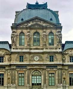 Центральный павильон главного фасада Лувра