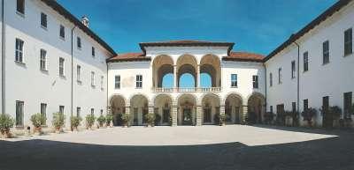 Внутренний дворик дворца Палаццо Борромео