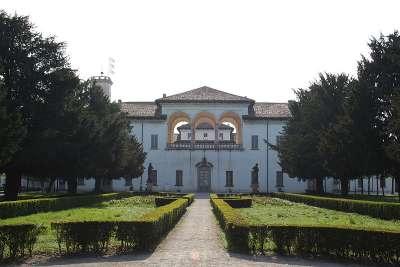 Дворец Palazzo Borromeo