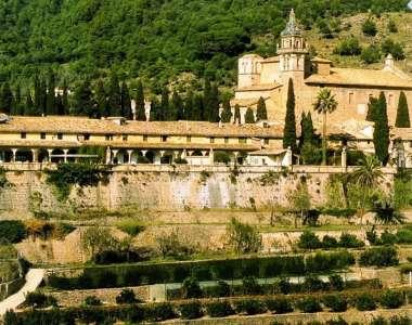 Монастырские стены - уникальность интерьера завораживает