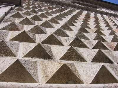 Палаццо Диманти. Увеличенное изображение рельефа стен