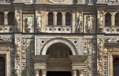 Украшение фасада Чертоза ди Павия
