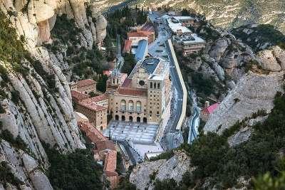 Монастырь . Вид сверху
