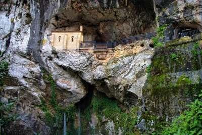 Святая пещера Ковадонги