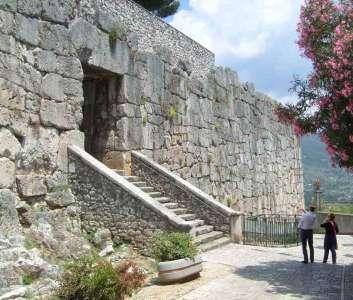 Древние крепостные сооружения