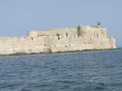 Вид на Замок Мониасе с моря