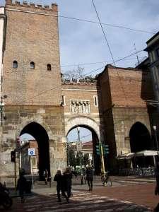 Городские ворота Милана времен средневековья