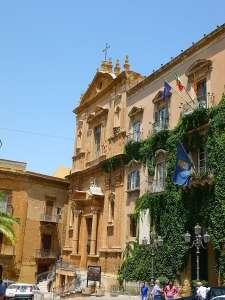 Дворец Гигантов и Церковь Сан-Доменико