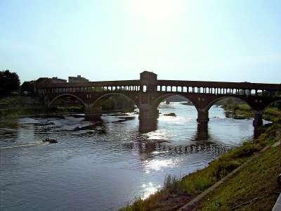 Крытый мост на реке Тичино в Павии