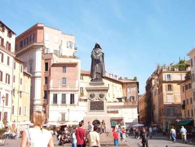 Кампа -дей-Фьори с памятником Джордано Бруно