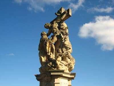 Скульптура Святой Литгарды на Карловом Мосту