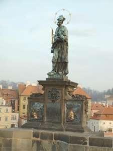 Статуя св. Яна Непомуцкого на Карловом Мосту