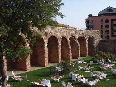 Участок городской стены Милана римского периода