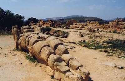 Фигура Атланта, оставшаяся от Храма Зевса