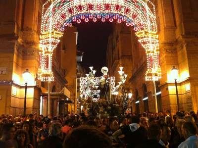 Центральная улица. Праздник Сан-Калоджеро