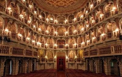 Театр Бибьена внутри