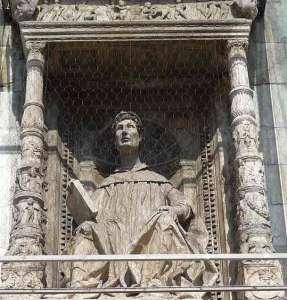 Памятник Плинию в Комо