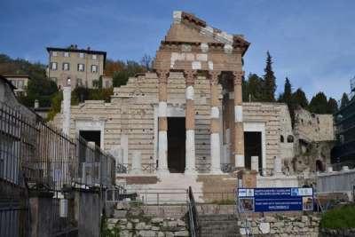 Руины Древнеримских колонн