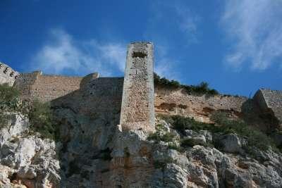 Руины замка Кастель-де-Сантуэри