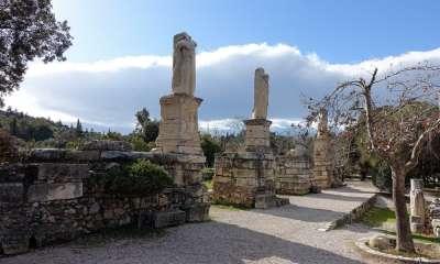 Статуи Тритонам