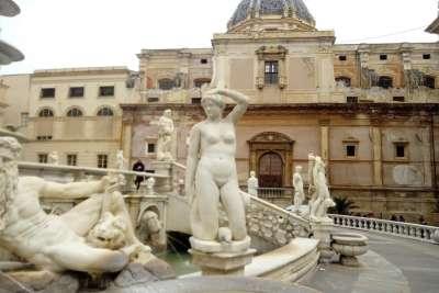 Статуи фонтана