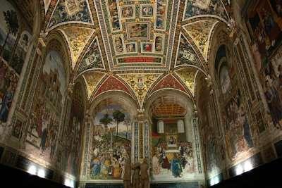 Фрески внутри Палаццо Публико