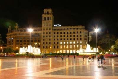 Банк на площади